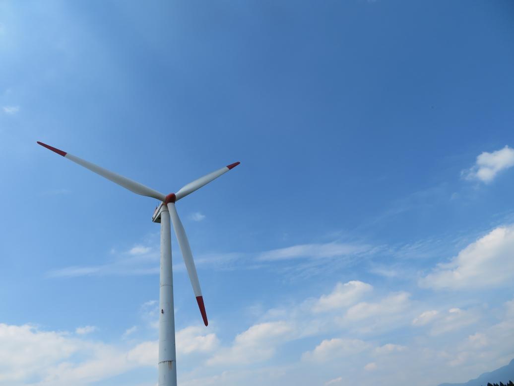うぶやま牧場の発電風車