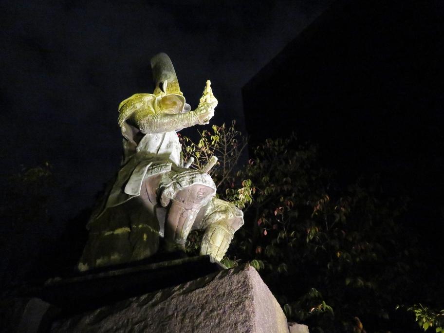 夜の加藤清正公像