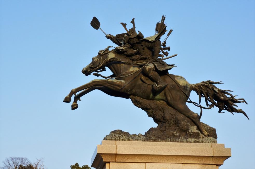 菊池市民広場 菊池武光公騎馬像