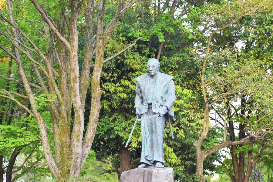 武蔵塚公園 武蔵像